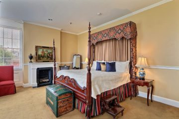 bill clinton room with bed