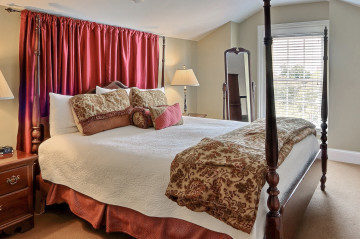 Stay in the Thomas Jefferson Suite when you visit the Savannah Children's Book Festival!