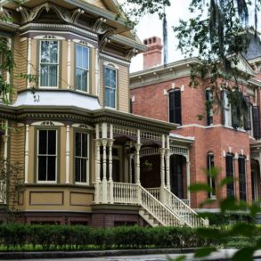 Here's what you'll find on Savannah Victorian Historic District Tours